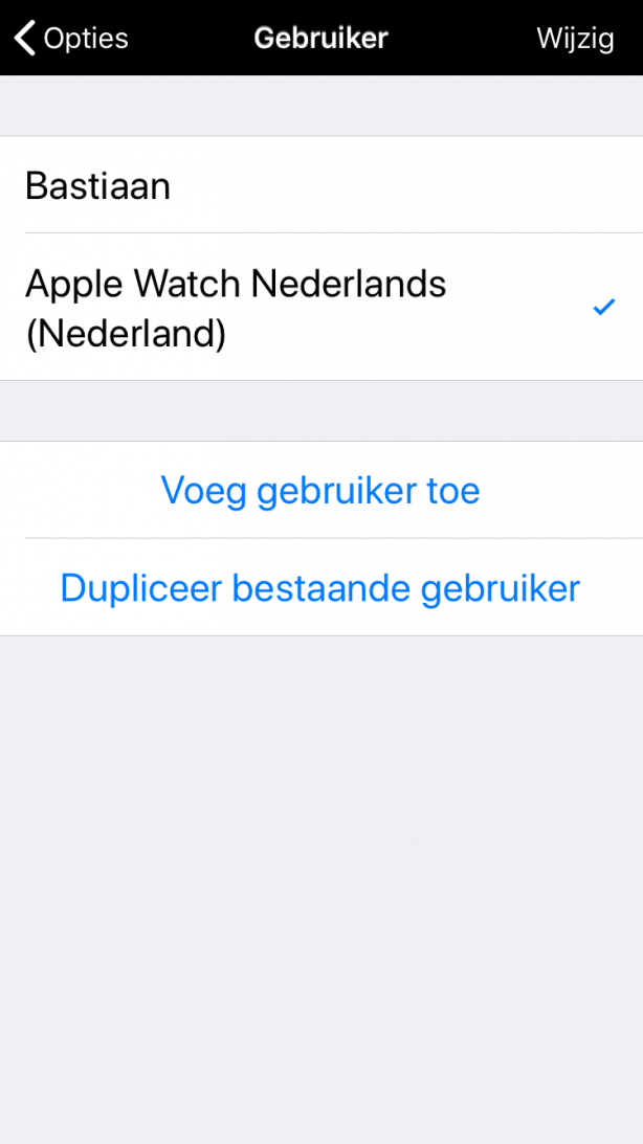 Binnen het onderdeel gebruikers verschijnt Apple Watch automatisch.