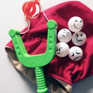 Emoji plaatjes op ping pong ballen